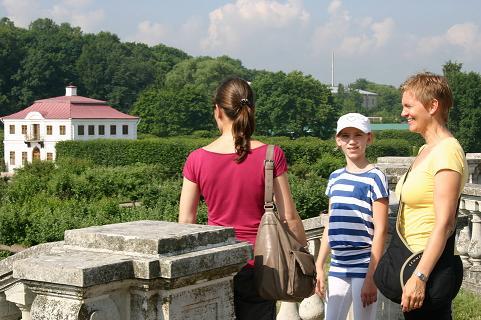 Mit Julja in   Peterhof