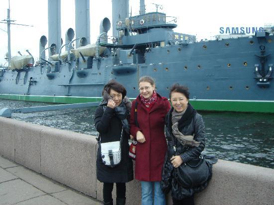 Mit Ekaterina am Kreuzer Aurora