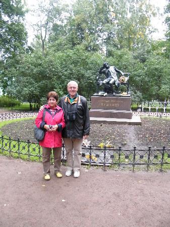 Am Puschkin-Denkmal   unweit des Katharinenpalastes
