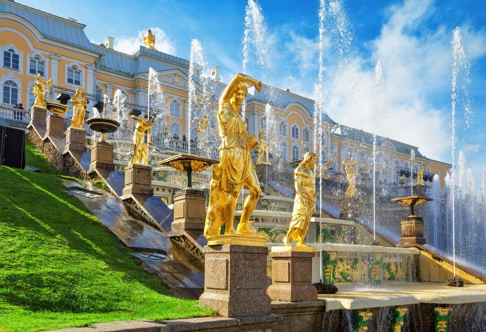 Peterhof - 100 ha von Wasser, Gold und Gruene